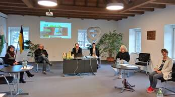 Erstes Treffen der Steuerungsgruppe (von links): Bettina Kohler, Edgar Mäntele, Bürgermeister Martin Aßmuth, Jessica Matt, Veronika Neumaier und Petra Schmieder.