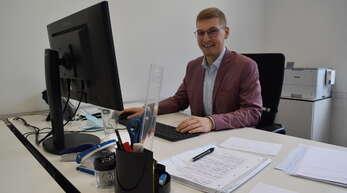 """""""Lieber Vollgas als Sachen absitzen"""": Maik Schwendemann freut sich über den Ehrenpreis für seine Studienleistungen und seine vielfältige Arbeit im Rathaus. Foto: Stephanie Baumbach"""