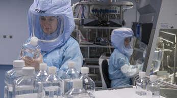 Stoßlüften gilt als konventionelle, durchaus wirkungsvolle Vorbeugungsmaßnahme in Corona-Zeiten. Große Hoffnung liegt auf Raumluftreiniger, vor allem auf jenen mit UV-C-Licht.