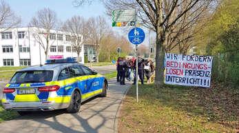 """Eine """"Privatinitiative"""" an der Waldorfschule Offenburg sorgte am Dienstag für ein Aufgebot der Polizei. Die Gruppe von Schülern löste sich anschließend auf."""