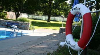 Wann oder ob das Steinacher Schwimmbad in dieser Saison überhaupt geöffnet werden kann, steht noch in den Sternen. Der Gemeinderat hat dem Konzept für den Betrieb aber schon zugestimmt, sodass eine Öffnung möglich wäre, sobald es die Corona-Bestimmungen erlauben.
