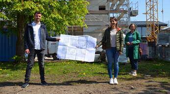 """Drei Mitglieder der Genossenschaft """"Lolo"""", Oliver Schäfer (Aufsichtsrat), Miriam Zerr (Marketing) und Birgit Köhl-Tömmes (von links), stellen die Pläne für den neuen Unverpackt-Laden in der Martin-Luther-Kirche Kehl vor."""