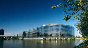 Seit Jahren gibt es Streit um den Sitz des EU-Parlaments. Seit 14 Monaten haben die Abgeordneten wegen Corona nicht mehr in Straßburg, sondern in Brüssel getagt.