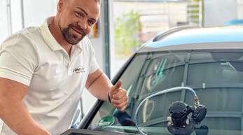 Ihr Auto ist bei Simon Autoglas in besten Händen: Schäden an der Frontscheibe werden unkompliziert behoben.