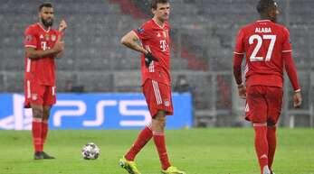 Die ernüchterten Bayern-Profis Eric Maxim Choupo-Moting, Thomas Müller und David Alaba im Spiel gegen PSG – fehlt eigentlich nur noch Rudi Ratlos.