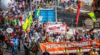 Das lange Zeit geplante transatlantische Handelsabkommen TTIP war in Deutschland, als es politisch auf der Agenda stand, heftig umstritten. Auch in Stuttgart gingen etwa im Jahr 2016 Menschen dagegen auf die Straße.