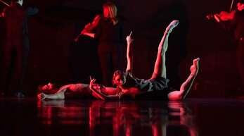 """Marijn Rademaker hat das Orchester in seine neue Choreografie integriert; als Tanzfilm kommt """"Verklärte Nacht"""" am 17. April zur Uraufführung und ist online zu erleben."""