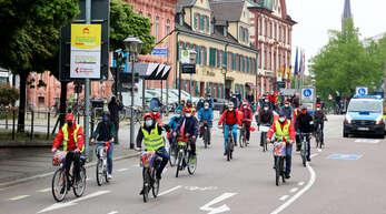 Rund 100 Personen nahmen an der 1. Mai Kundgebung des DGB in Offenburg teil.