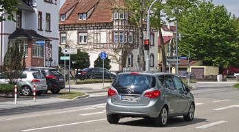 Eine neue Ampel ziert die Kinzigallee an der Einmündung zur Oberländerstraße.