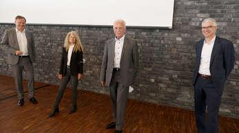 Landrat Frank Scherer (von links) hieß die neue Chefin der Arbeitsagentur Offenburg, Theresia Denzer-Urschel willkommen und verabschiedete Horst Sahrbacher in den Ruhestand gemeinsam mit dem Chef der Arbeitsagentur im Land, Christian Rauch.