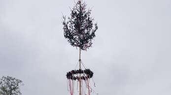 Auch ohne Feierlichkeiten wurde in Ebersweier ein Maibaum geschmückt und aufgestellt. Das fanden scheinbar nicht alle toll.