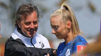 Sands neuer Trainer Alexander Fischinger und Chiara Loos wollen nach dem 6:1 zu Hause gegen Bremen auch am Freitagabend in Hoffenheim punkten.