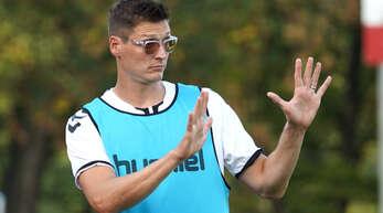 Hat weiterhin die Rückkehr in die Fußball-Oberliga mit dem Kehler FV als Ziel: KFV-Trainer Frank Berger (l.).