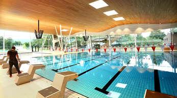 Vor allem für Schwimmkurse und Schwimmtraining sollen die Hallen- und Freibäder wieder öffnen. Das ist zumindest die Meinung von FDP-Stadtrat Silvano Zampolli und FDP-Bundestagskandidat Martin Gassner-Herz.