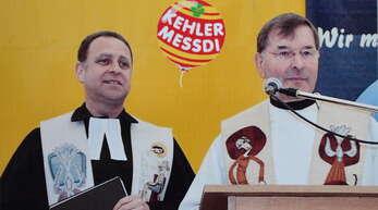 Das Pfarrer-Duo Ulrich Henze und Alban Meier (rechts) 2010 bei ihrem letzten ökumenischen Messdi-Gottesdienst im Hanauerzelt vor der Friedenskirche.