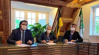 Unterzeichneten die Vereinbarung zur Zusammenarbeit beim Aktionsplan Innenstadt (von links): Bürgermeister Philipp Saar, HGH-Vorsitzende Mechthild Bender und IHK-Präsident Steffen Auer