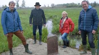 Heinz Faulhaber, Karl Keck, Annette Sänger und Manfred Kropp (von links) wissen jetzt genau, wo die Ortsgrenzen von Leutesheim, Linx und Bodersweier aufeinandertreffen.
