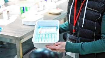 Für den Termin in der Erwin-Braun-Halle verwendet das Mobile Impfteam ausschließlich den Wirkstoff von Biontech/Pfizer.