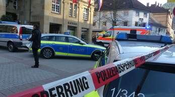 Ein besonders schwerer Fall von Gewalt gegen einen Kommunalpolitiker beziehungsweise Rathausmitarbeiter: Am 20. März 2019 wurde der Schramberger Kämmerer von einem aufgebrachten Bürger mit einem Messer attackiert.