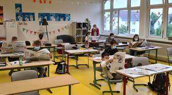 Die Viertklässler der Lorenz-Oken-Schule in Bohlsbach bekommen nicht genug von der Zeitungsaktion. Vier Wochen haben sie nun mit Lehrerin Beate Grabner die Mittelbadische Presse erkundet und viel gelernt. Am liebsten würden sie noch einige Wochen mehr in der Schule alles über Robbys geliebte Zeitung erfahren und lernen.