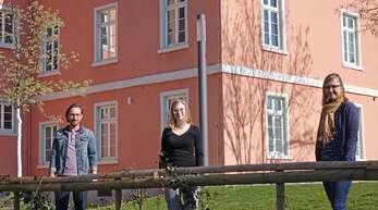 Die E-Akte kommt nach Kehl: Die beiden Projektleiterinnen Vera Gaß (Mitte) und Nora Ludihuser gemeinsam mit dem Leiter des Bereichs Ausländerwesen Philip Johannes.