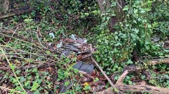 Unweit von der Wolfsgrube machte ein Grundstückspächter eine unschöne Entdeckung: Unbekannte haben illegal asbesthaltigen Bauschutt entsorgt.