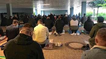 Am frühen Donnerstagmorgen haben sich rund 120 gläubige Muslime zum Oberkircher Gymnasium aufgemacht, um gemeinsam das Ende des Ramadans zu feiern.
