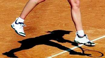 Im Tennis wird ein geregelter Mannschaftsspielbetrieb angestrebt.