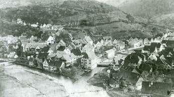 Ansicht auf Schiltach im 19. Jahrhundert. Noch liegen die Flöße in der Kinzig.