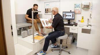 Dank computergestützten Fußdruckmessungen und Laufbandanalysen können die Mitarbeiter von Stinus Orthopädie passgenaue Einlagen fertigen