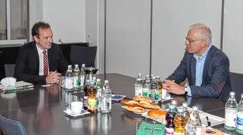 Grünen-Kandidat Thomas Zawalski (rechts) hörte von Bürgermeister Richard Weith die Probleme der Gemeinde Oberharmersbach.