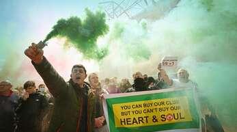 """Emotionaler Protest der United-Fans: """"Ihr könnt unsere Clubs kaufen – aber nicht unser Herz und unsere Seele."""""""