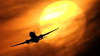 Ab in die Sonne – viele sehnen sich nach Sommer, Strand und Urlaub und haben im Laufe des vergangenen Jahres eine bereits geplante Reise coronabedingt verschoben.