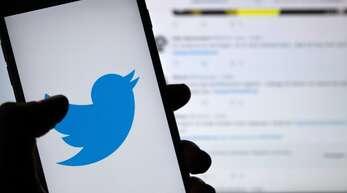 Mit einer neuen Funktion möchte Twitter gegen Beleidigungen auf seiner Plattform vorgehen.