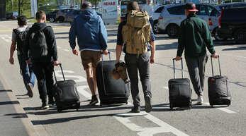 Koffer packen, los zum Flughafen, wie hier zum Baden-Airpark, und ab in den Urlaub.