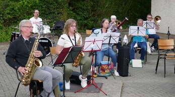 Im Freien haben die Musiker des Musikvereins Zell-Weierbach wieder geprobt.