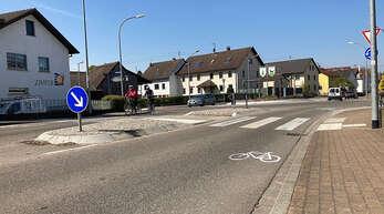 """""""Radschutzstreifen sind unbeliebt"""", erklärte Thilo Becker, Verkehrschef der Stadt Offenburg. Doch es gebe eine Debatte unter allen Verkehrsteilnehmern, wer wie viele Zentimeter des begrenzten Raumes bekommt."""