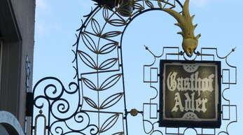 Das schmiedeeiserne Gasthofschild bleibt in der Hand des Projektentwicklers und wird an seinem Haus in Achern wiederverwendet.
