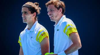 Der Kehler Einstein-Abiturient Pierre-Hugues Herbert (l) und Nicolas Mahut haben am Samstag zum zweiten Mal nach 2018 die French Open im Doppel gewonnen.
