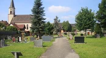 Auf dem alten Friedhof in Bohlsbach soll das Wegenetz erneuert werden.