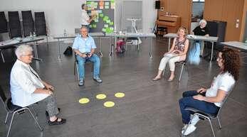 Freudige Arbeitsatmosphäre im ersten Workshop zur Zukunft der Kirchengemeinde Achern: Katholiken brachten ihre Ideen ein, wie Menschen für Jesus begeistert werden können.