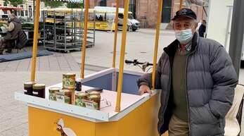 Honigsüß ist das Hobby von Waldemar Gaus, mit dem er sich ein Zubrot zur Rente verdient.