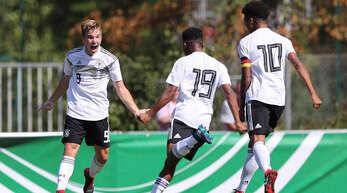 Lars Kehl aus Hofstetten, der hier im DFB-Trikot jubelt, freut sich auf die 3. Liga mit dem SC Freiburg II.