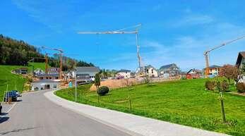 Kräftig gebaut wird im Baugebiet Albersbach im Ortsteil Hesselbach. Da die Stadt künftig nach dem Verkehrswert abrechnet, werden die verbliebenen Bauplätze teurer.