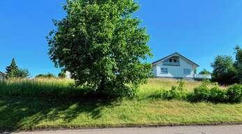 Südlich der Nußbacher Schule wollte die Städtische Baugesellschaft zwei Mehrfamilienhäuser bauen. Doch daraus wird nichts.