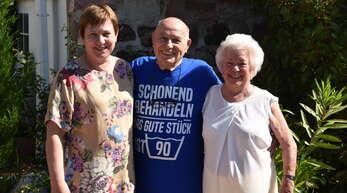 Willstätts Ortsvorsteherin Gabriele Ganz gratulierte Karl und Waltraud Adam. Karl Adam wurde 90 Jahre alt, und zusammen mit Ehefrau Waltraud ist er seit 65 Jahren verheiratet.