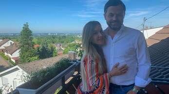 Auf dem Balkon mit Ausblick: Claudia und Andreas Heck.