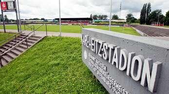 750 Zuschauer dürfen am Freitagabend im Karl-Heitz-Stadion dabei sein.