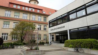 An einer Treppe im Schiller-Gymnasium sollen sich die beiden Angeklagten nachts mit weiteren aufgehalten haben.