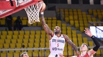 Center Ike Udanoh erzielte 17 Punkte für Straßburg IG.